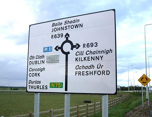 Cartello stradale Irlanda in gaelico