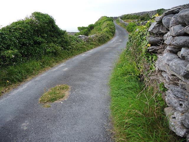 Strada di campagna in Irlanda